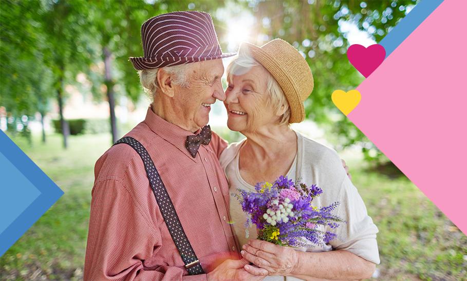 Älteres Ehepaar gucken sich verliebt an