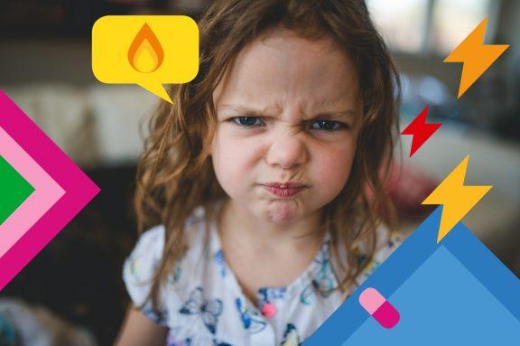 Kind guckt wütend