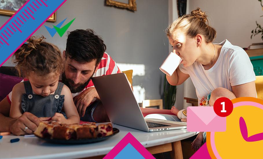 Familie am Küchentisch zwischen Laptop Frühstück und Arbeit